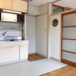 キッチン。冷蔵庫置き場を増設しました。すっきり使えます。