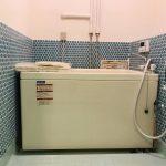 浴室。丸いタイルがポイントです。ちなみに光ハイツは長野では珍しい都市ガス物件です。