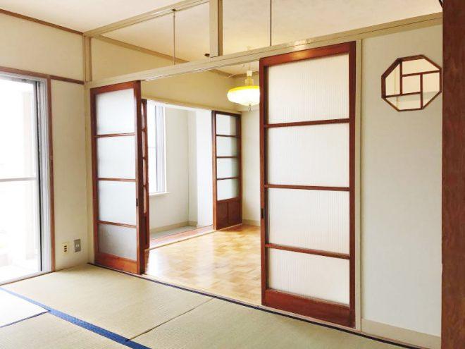 南側居室(6帖)からダイニングキッチンを望む