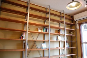 壁 一面本棚