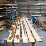 社内の木工場で塗装中!